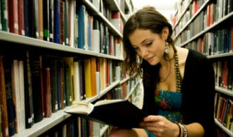 7 Textbook-Buying Tips for Cash-Strapped College Students